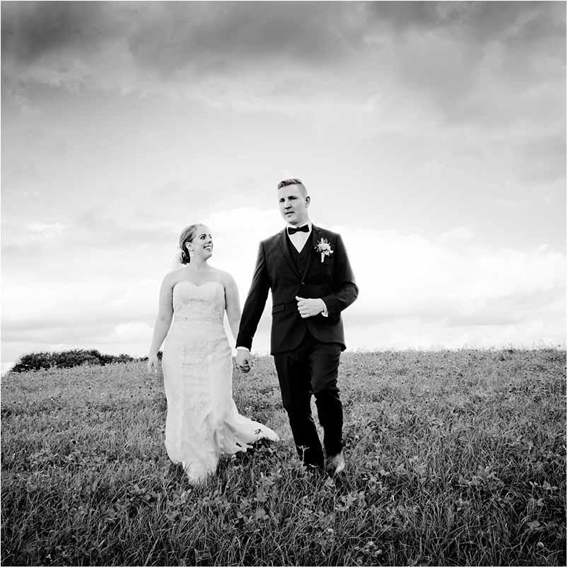 Du er velkommen til at kontakte os for en uforpligtende snak, hvor jeg med glæde hører dine ønsker til dine bryllupsbilleder. Jeg glæder mig til at høre fra dig.