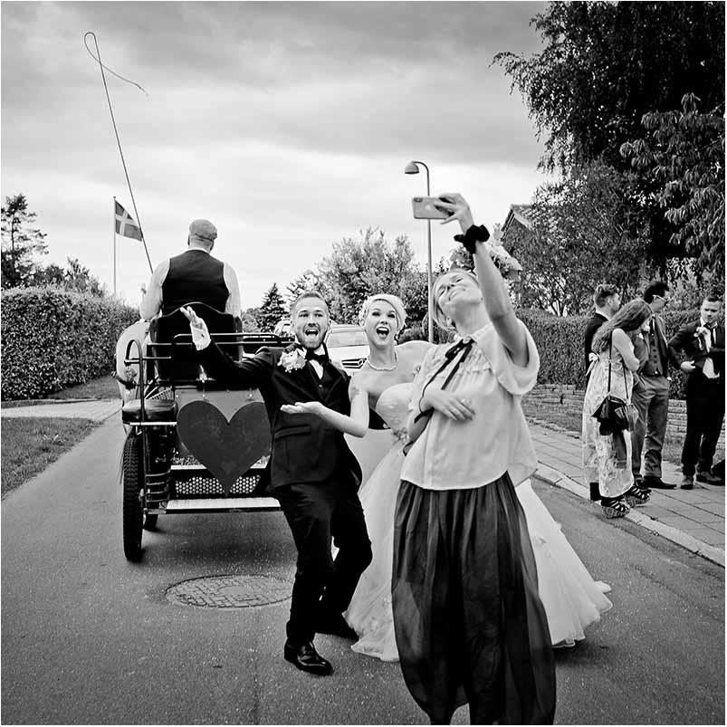 Ved at vælge en bryllupsfotograf til dit bryllup